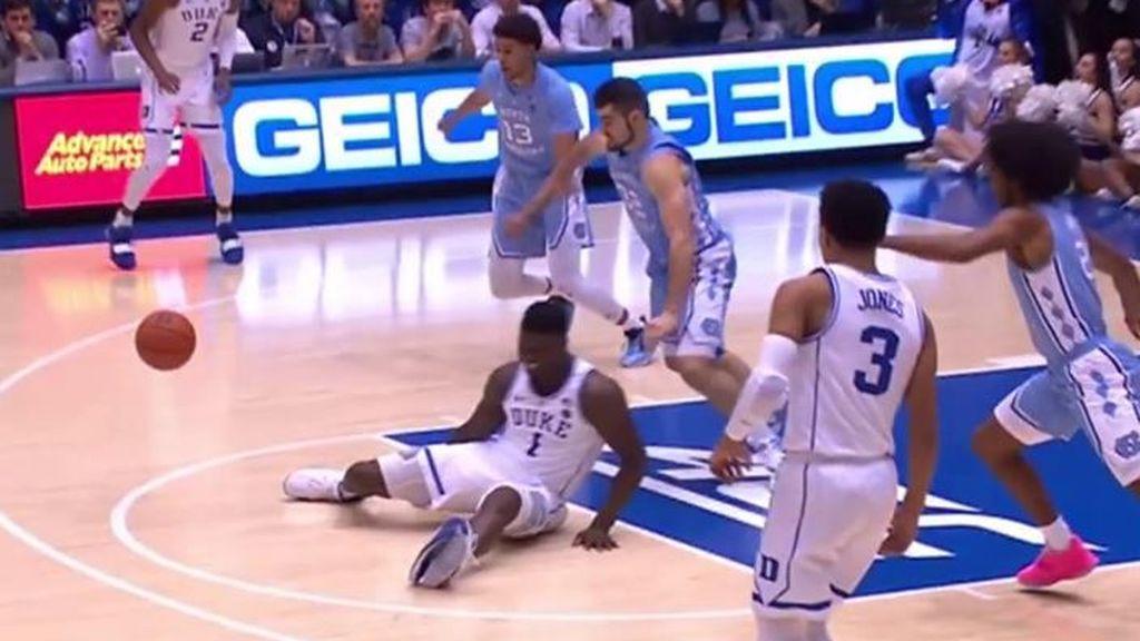 La escandalosa lesión de Zion por culpa de sus zapatillas rotas