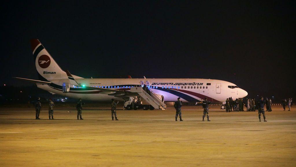 Un avión realiza un aterrizaje de emergencia en Bangladesh tras un intento de secuestro