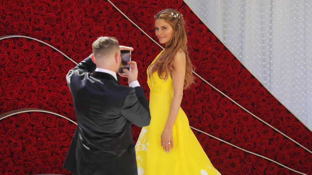 La actriz y periodista Maria Menouno posa para una foto a su llegada a los Premios Oscars 2019
