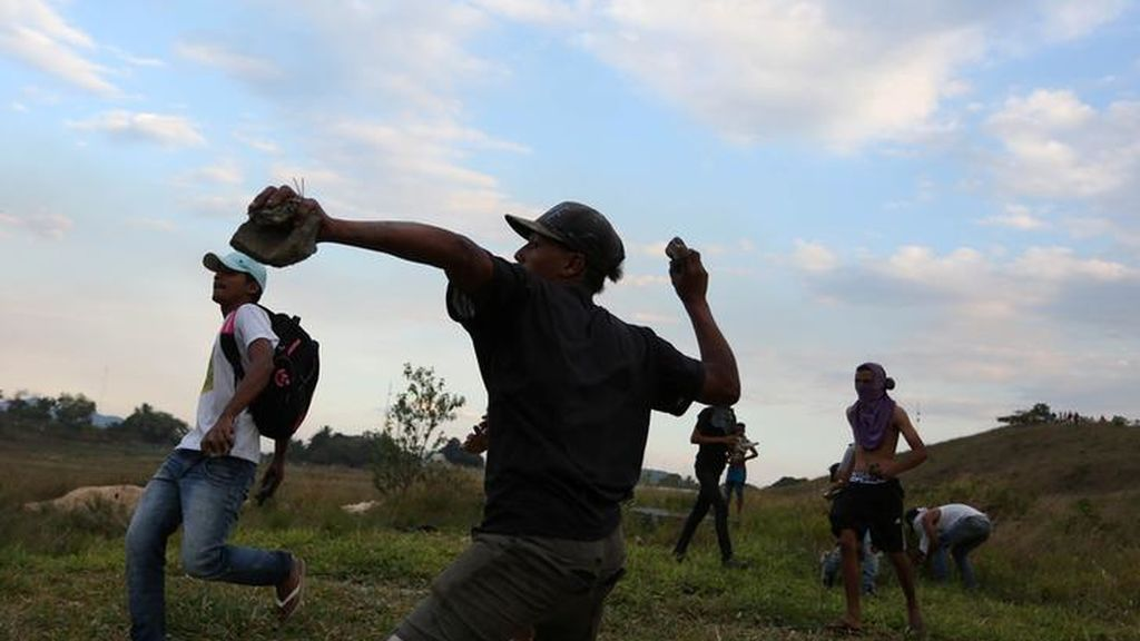 Catorce muertos y centenares de heridos en la frontera entre Brasil y Venezuela