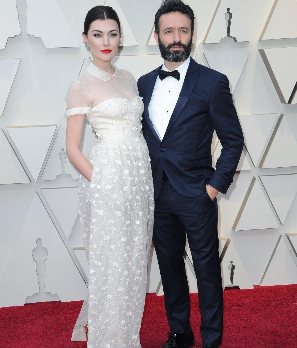 Marta Nieto, vestida de Delpozo, y el director nominado a mejor cortometraje, Rodrigo Sorogoyen, con un total look de Pedro del Hierro