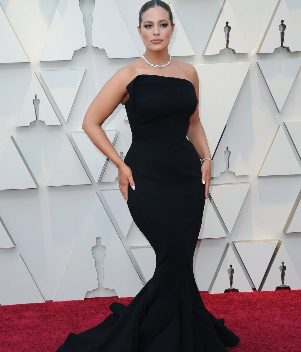 Ashley Graham con vestido de corte sirena firmado por Zac Posen