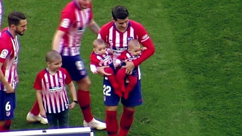 Los hijos de Morata presencian el primer gol válido de su padre con el Atlético de Madrid