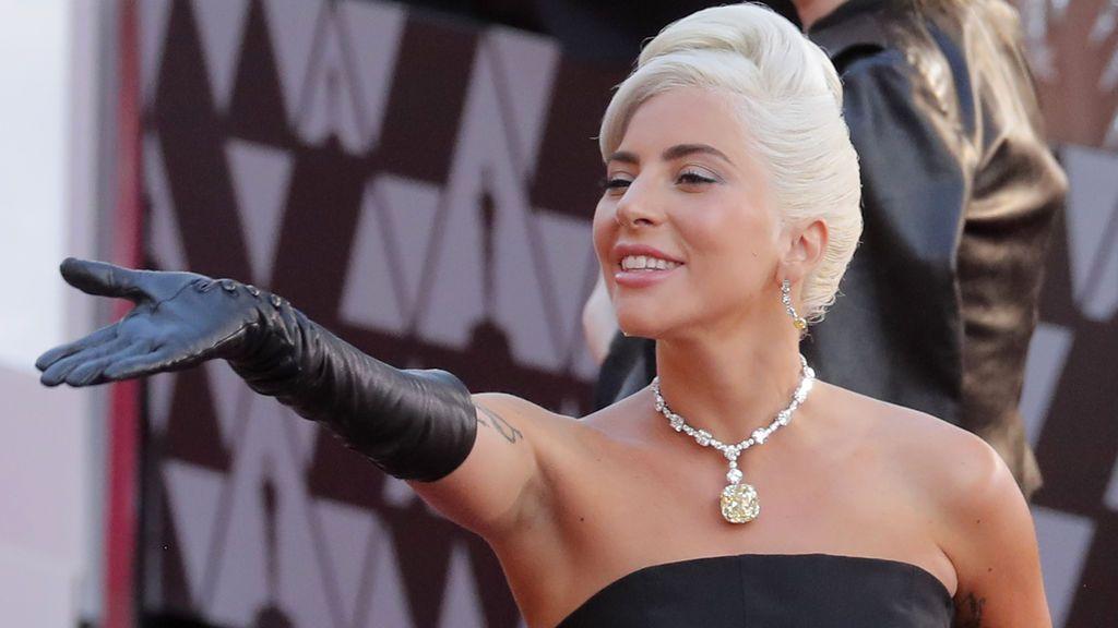 Lady Gaga acude a los Oscars 2019  con un collar de 50 millones de dólares