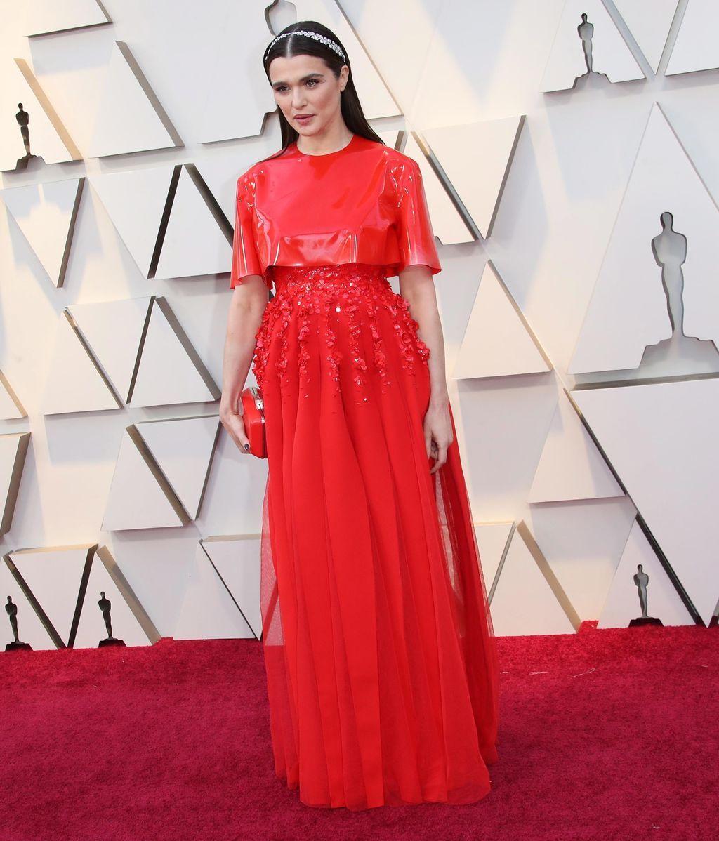 Rachel Weisz con vestido que combinaba un top en vinilo de Givenchy alta costura