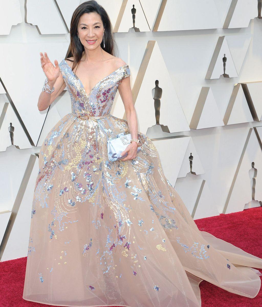 Michelle Yeoh con un vestido de tul bordado de Elie Saab