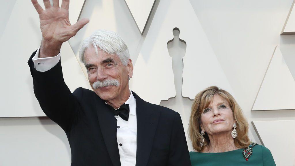 Sam Elliott llega a la alfombra roja de los Oscars con su mujer Katharine Ross