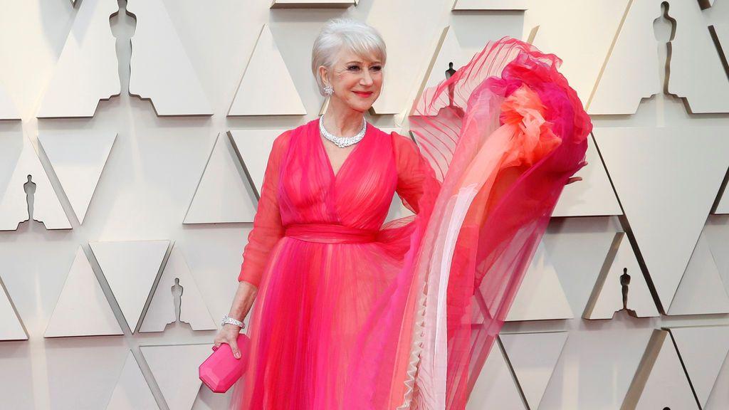 Helen Mirren posa en la alfombra roja de los Oscars 2019