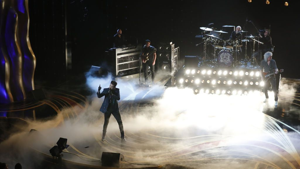 Adam Lambert interpreta a Queen