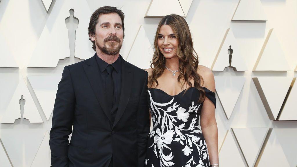 Christian Bale y su mujer Sibi Blazic posan en la alfombra roja de los Premios Oscars 2019