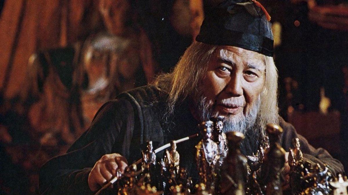 Keye Luke interpreta a Mr. Wing en 'Gremlins'.