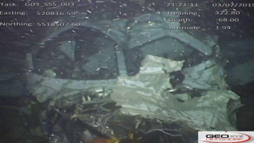 Primeras imágenes del avión de Emiliano Sala: Está roto en tres partes
