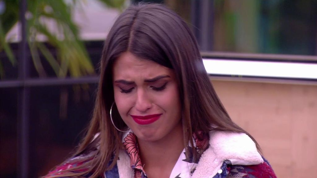 """Sofía rompe a llorar ante las duras críticas de Alejandro: """"Vienen aquí a reírse en nuestra cara"""""""