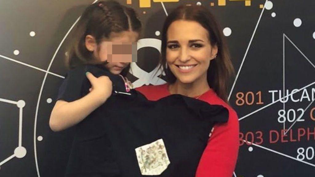 Paula Echevarría no puede evitar llorar tras la visita a un grupo de niños enfermos de cáncer