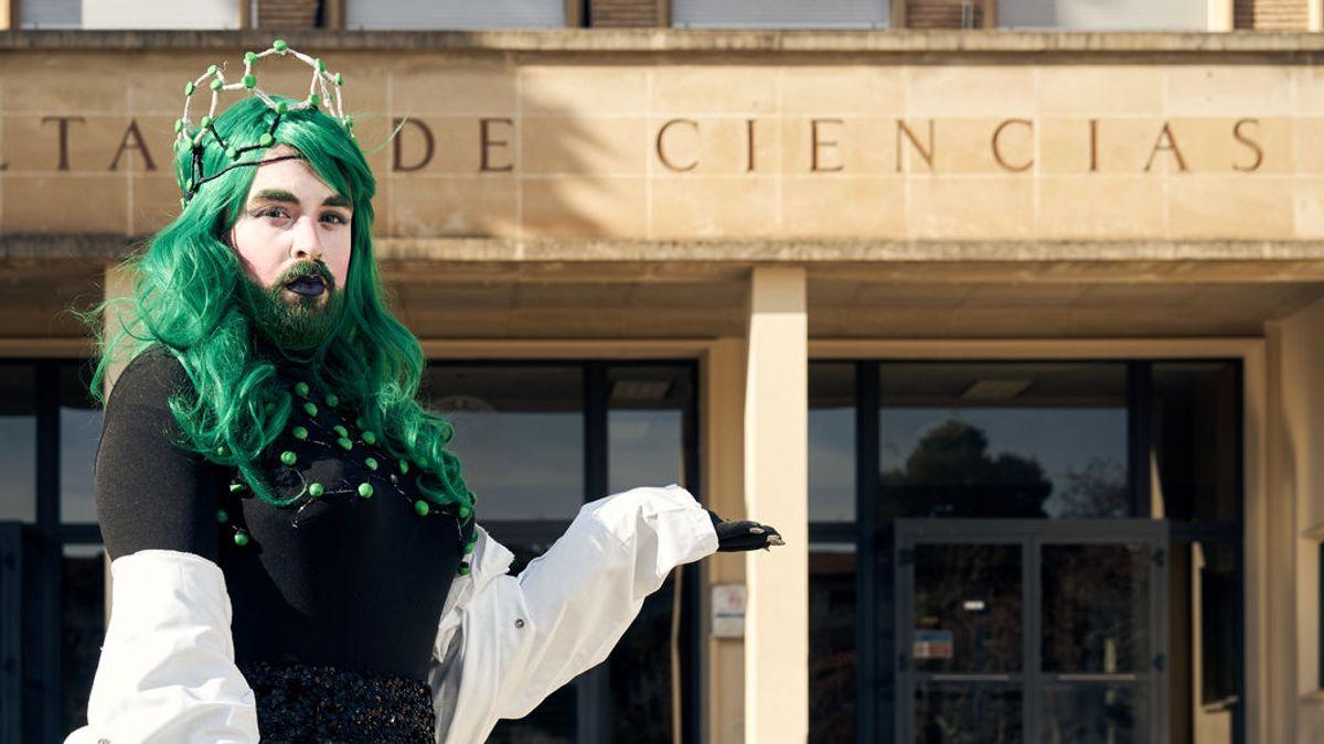 Doctorando en   por el día y drag queen en youtube: Sassy Science