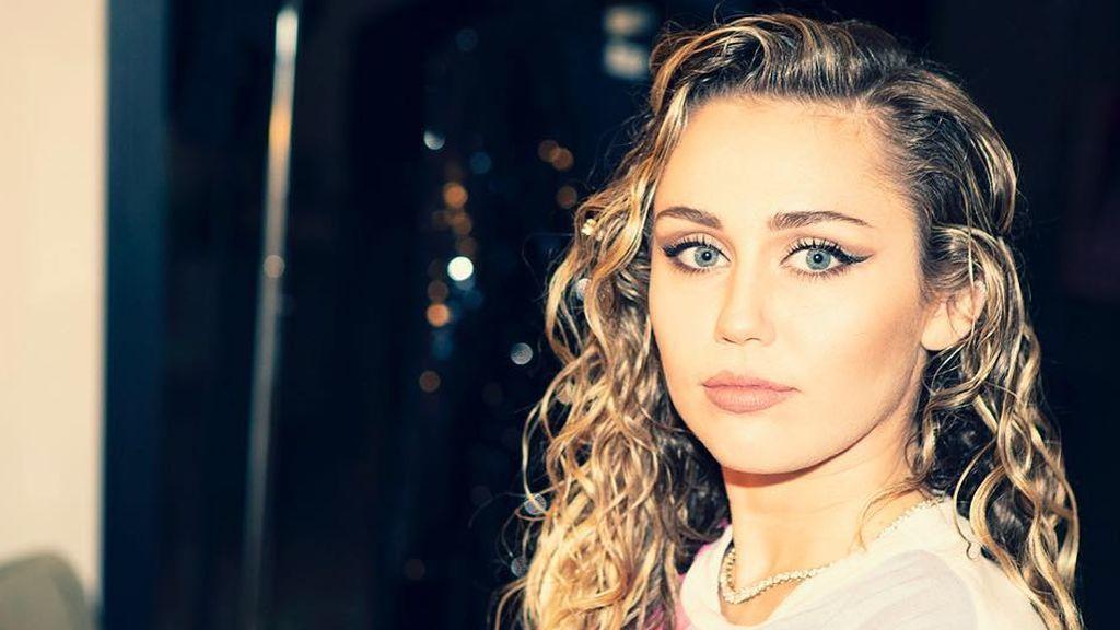 Miley versión chico con barba es lo mejor que nos ha dado hasta ahora el Carnaval