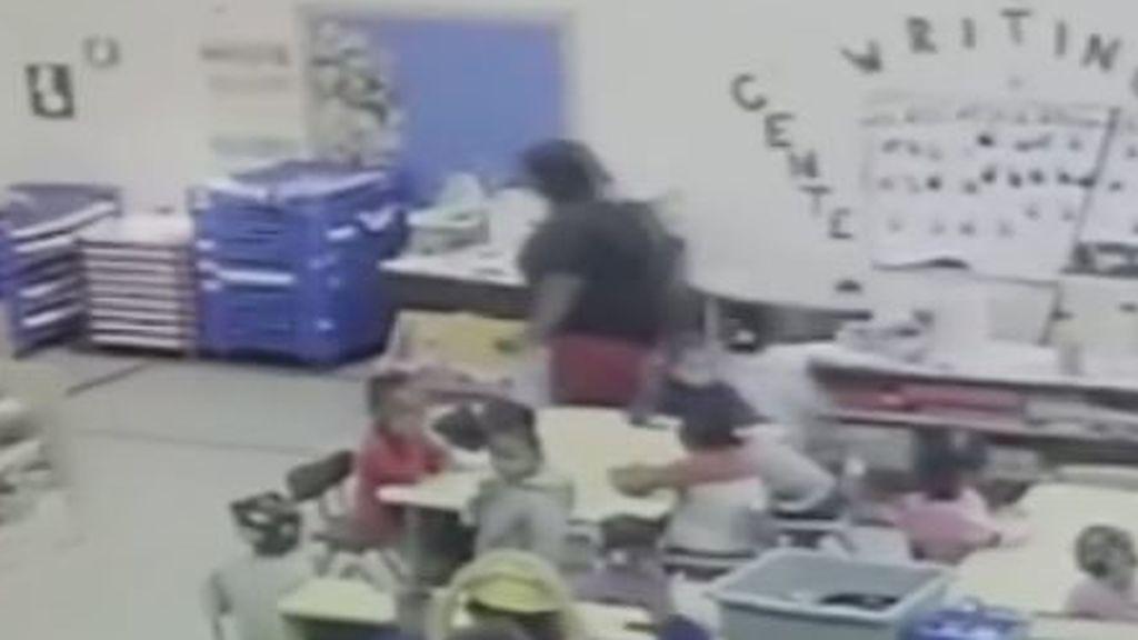 Un vídeo muestra un nuevo caso de maltrato infantil en el colegio