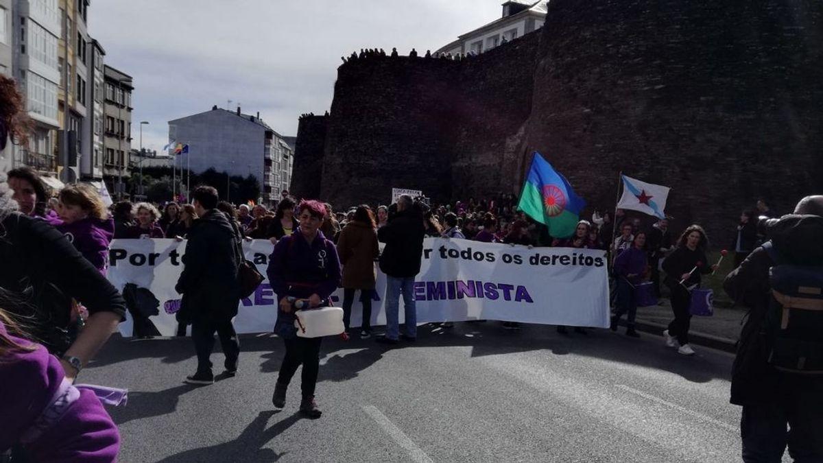Lugo se tiñe de morado en la manifestación feminista celebrada en la ciudad