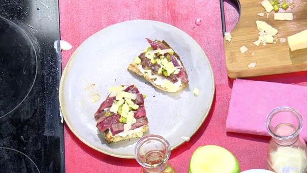 La nuez mejora el humor y Jorge Brazález la cocina con una tosta y ajo de Huéscar