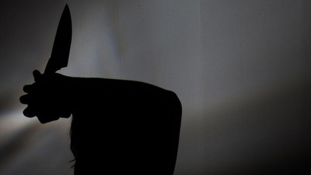Detienen a un hombre por violar y asesinar a su hijo de 34 años en Moscú