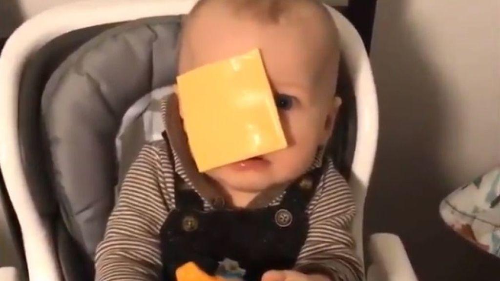 Cheesed challenge, el absurdo reto viral de lanzarle un tranchete a la cara a tu hijo