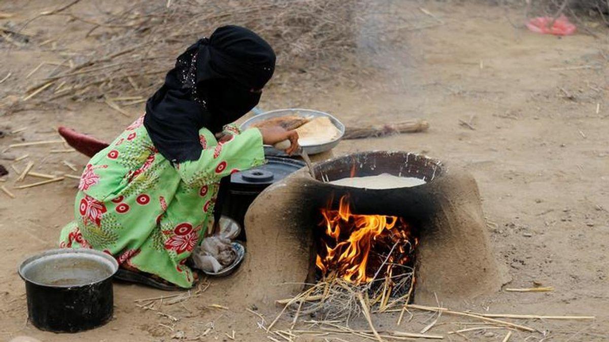 El hambre les obliga a casar a su hija de 3 años en Yemen