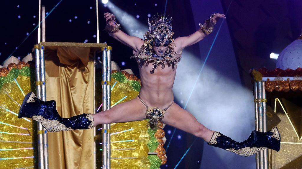 Las acrobacias casi imposibles de Drag Chuchi la coronan como reina Drag de Las Palmas