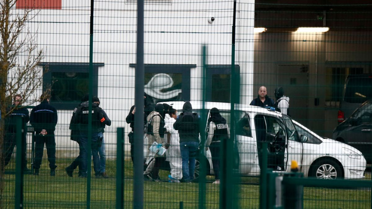 Un recluso ataca con un cuchillo a dos guardias en una prisión francesa