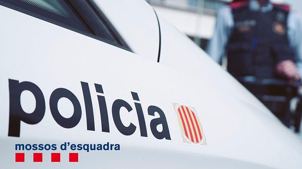 Detenido un hombre tras intentar clavar un cuchillo a varios agentes de los Mossos D'Esquadra