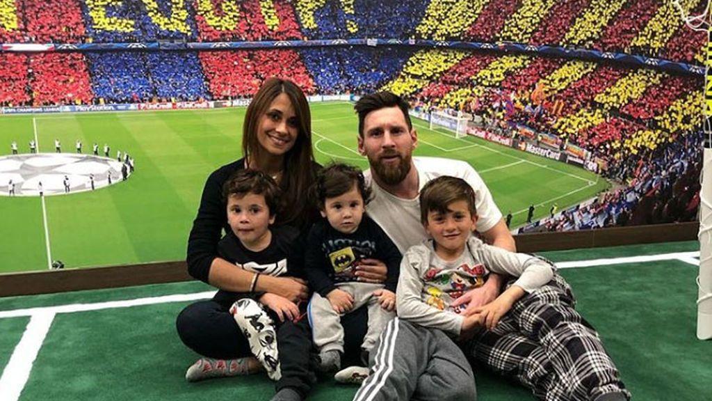 La habitación en casa de Messi que recrea el Camp Nou con césped, gradas y hasta tifo