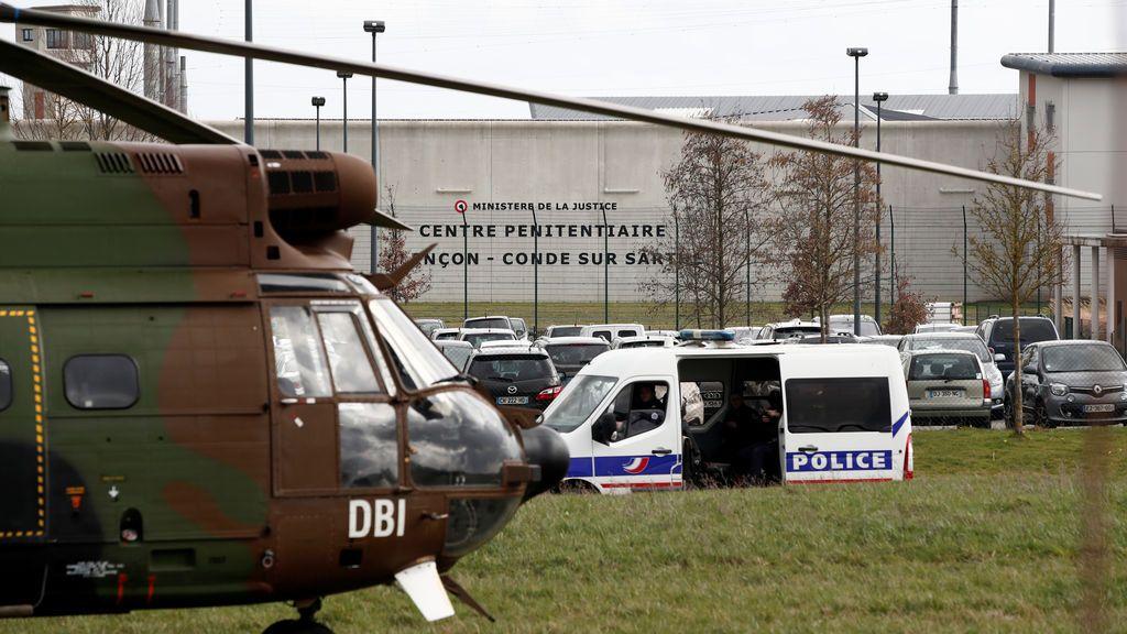 Un preso ataca con un cuchillo a dos guardias en una prisión francesa