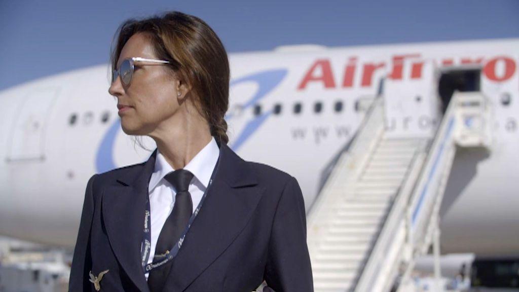 """La entrevista completa a la comandante Julia Abad: """"A mi padre le costó aceptar que quisiera ser piloto"""""""