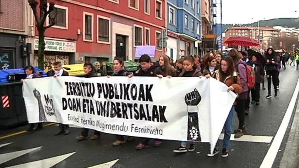 Un piquete recorre las calles de Bilbao al grito de igualdad