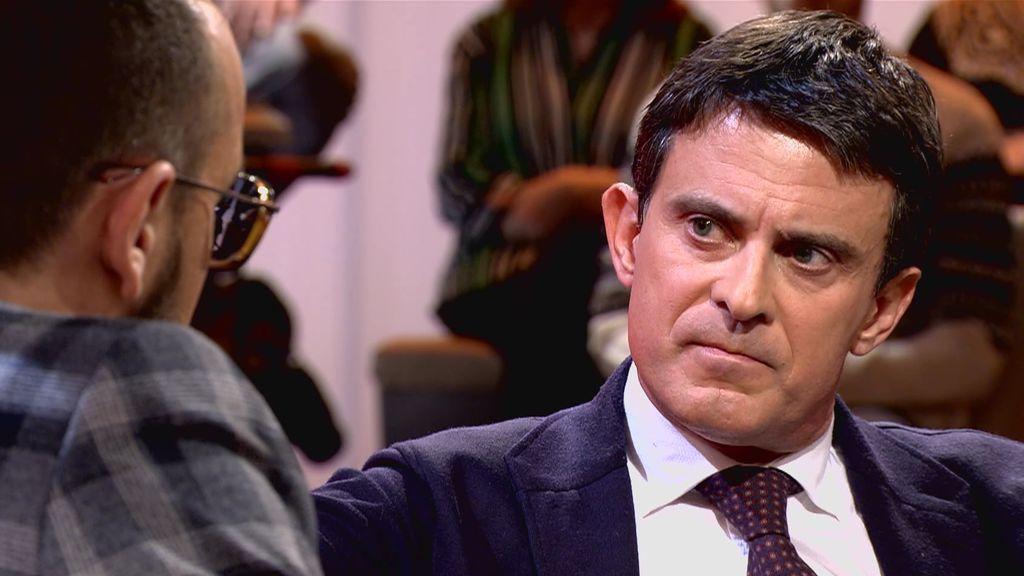"""Manuel Valls, entre las cuerdas: expulsó a 5.000 gitanos en Francia y fue acusado de """"racista"""""""