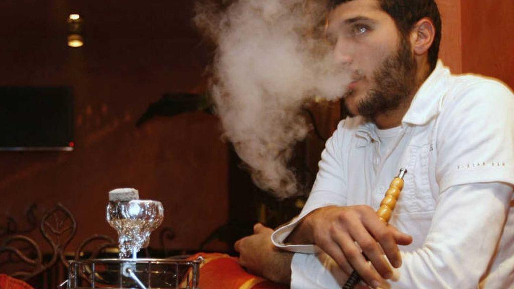 Fumar pipas de agua y cigarrillos fomenta ataques cardíacos a edades tempranas