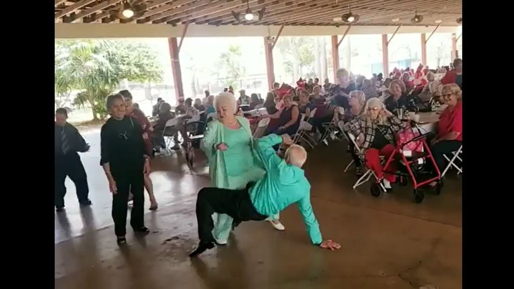 Una pareja de ancianos conquista a la Red bailando a ritmo del último éxito de Daddy Yankee