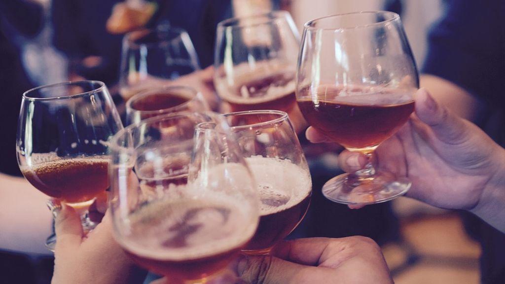 Consumir bebidas alcohólicas en la adolescencia incrementa tener ansiedad