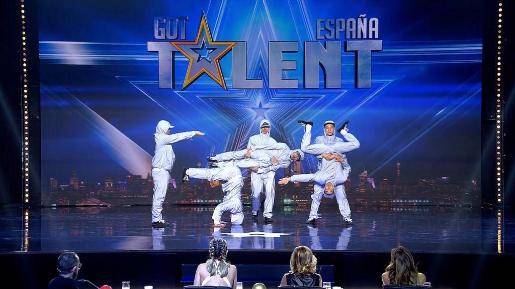 """El grupo de baile 'Art Gee' logra lo que pocos con su show """"minimalista y perfecto"""": ¡Risto se pone de pie para aplaudirles!"""