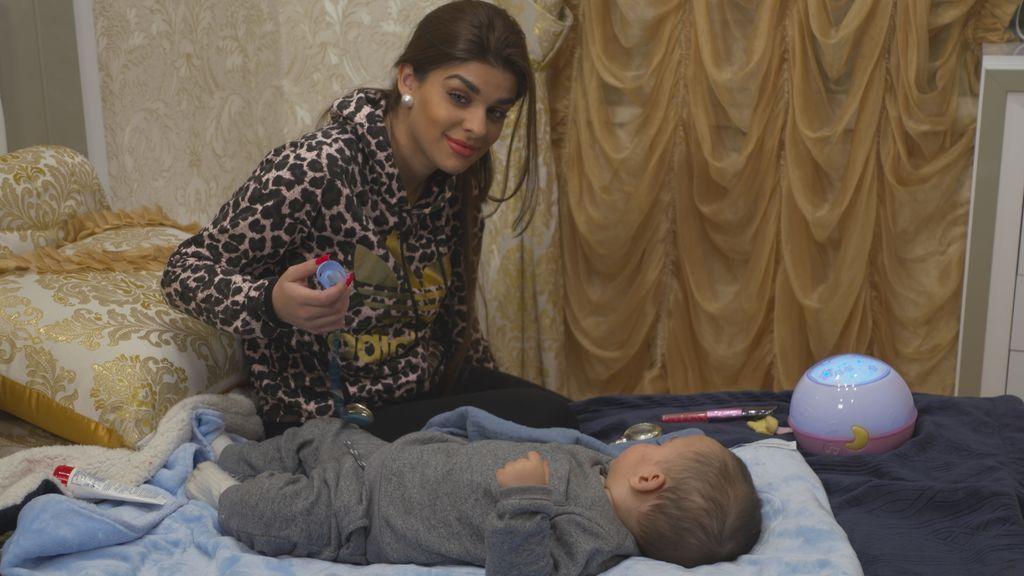 El masaje facial con la brocha, la nana y otros trucos de la Rebe para dormir a tu bebé