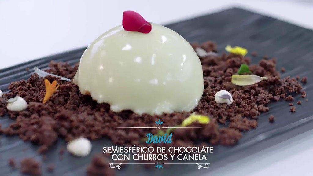 Semiesférico de chocolate con churros y canela