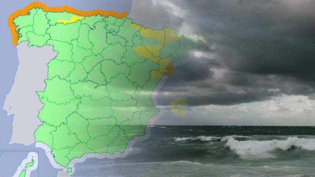 Avisos naranjas en toda la costa: el viento y las olas se adueñan del Cantábrico