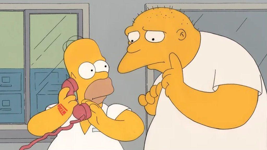 Homer Simpson y Leon Kompowsky, en 'Los Simpson'.