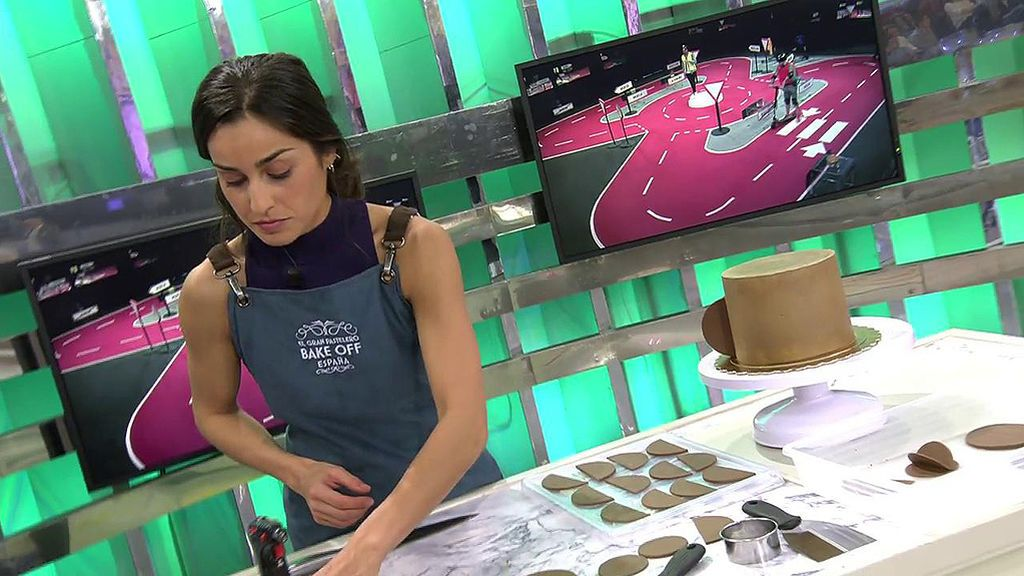 La mejor concursante del primer programa de 'Bake off' conquista 'Sálvame' a golpe de chocolate