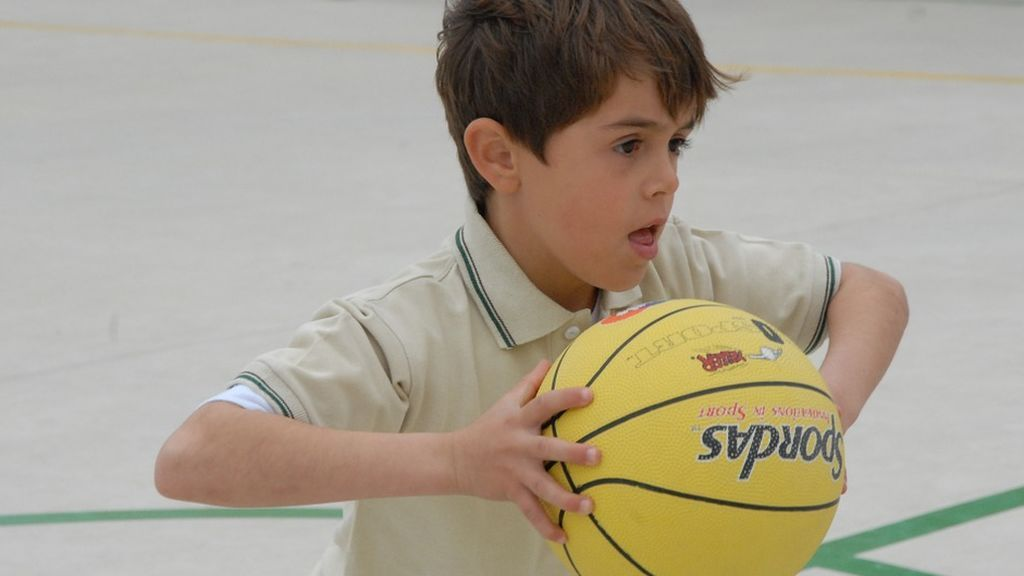 Cómo disminuir el riesgo y la gravedad de las lesiones por caídas en niños