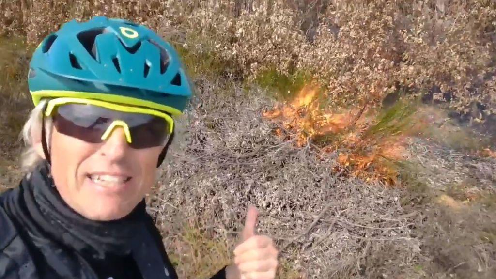 """Jesús Calleja sale a entrenar con su bici y se encuentra con seis incendios provocados: """"Pirómano eres despreciable"""""""