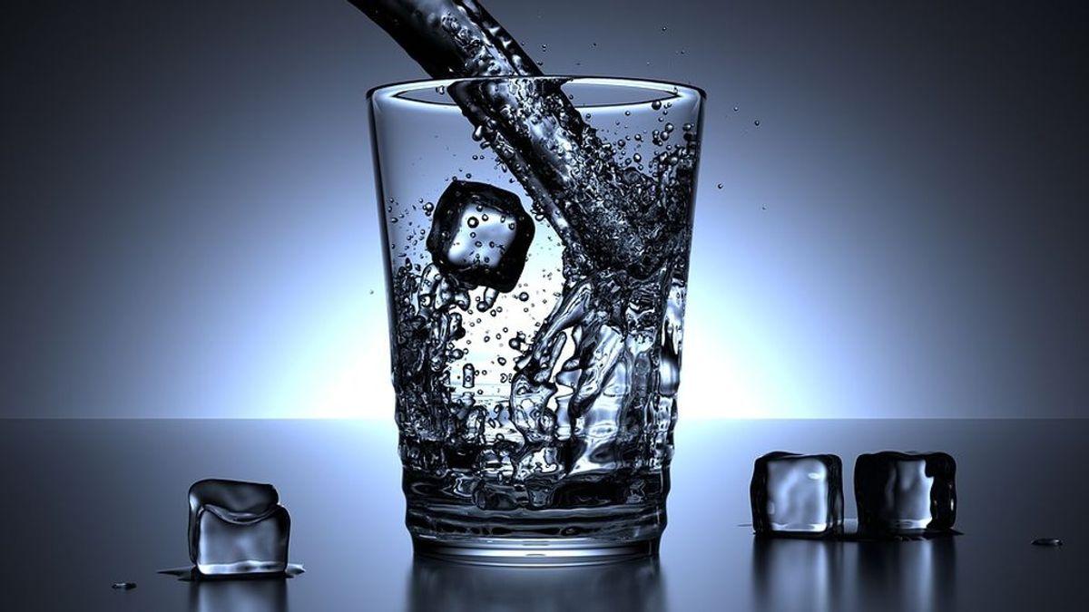 Tomar agua en ayunas: un simple gesto, múltiples beneficios