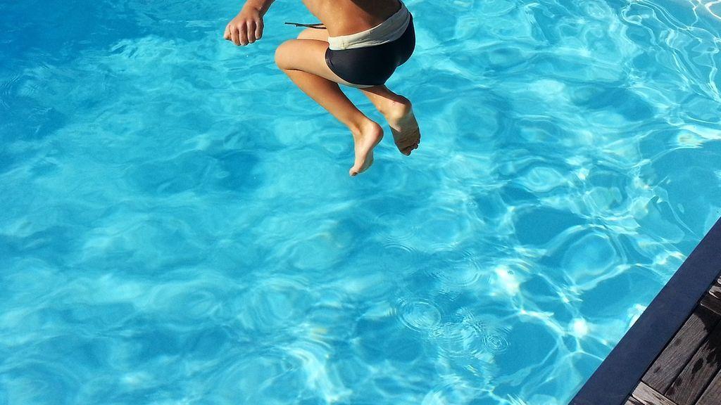 pool-1227098_1920