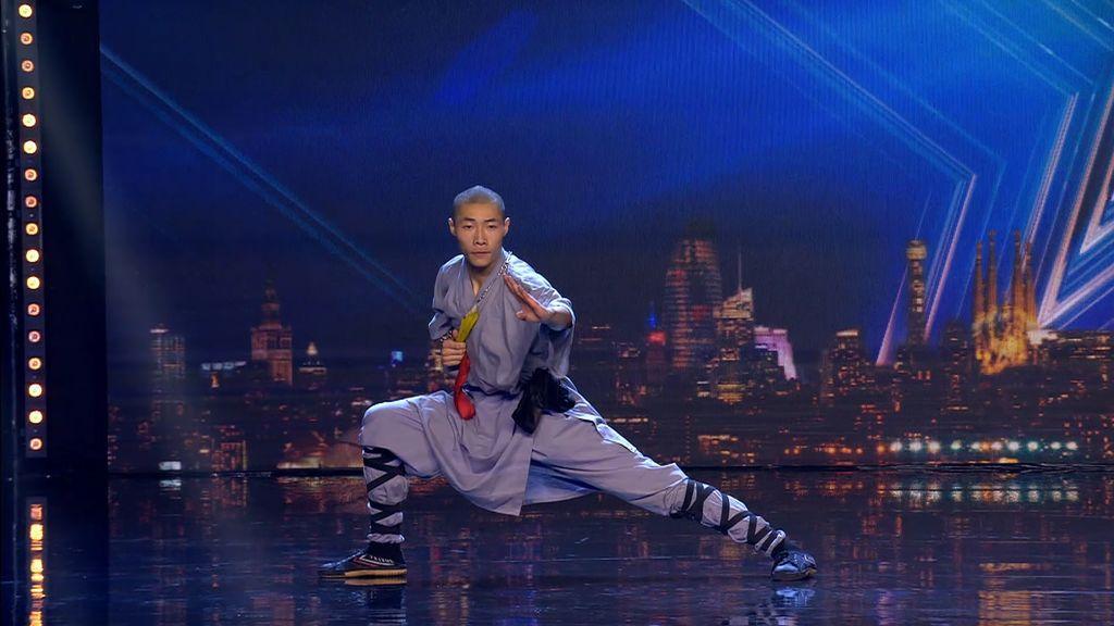 Doble sorpresa: Ziyuan Zhu atraviesa un cristal con una aguja y Risto le hace la valoración en chino