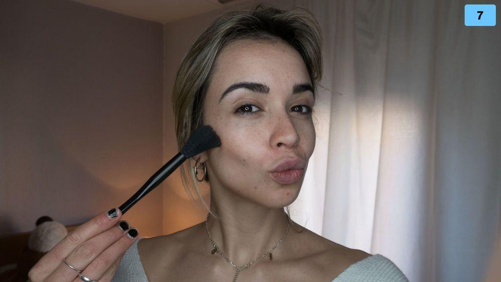 Contouring para principiantes: aprende a disimular la papada o la frente ancha con maquillaje