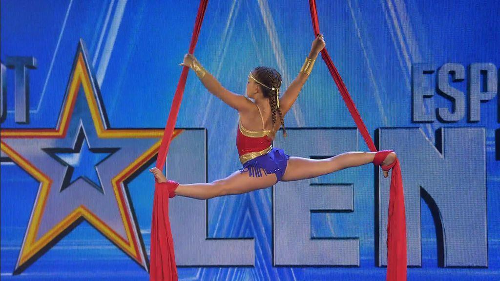 Dalia Ford, alias Wonder Woman, lucha contra el mal a base de piruetas y acompañada de su fiel amigo Iron Man